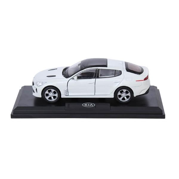 Picture of Model Car Kia Stinger White